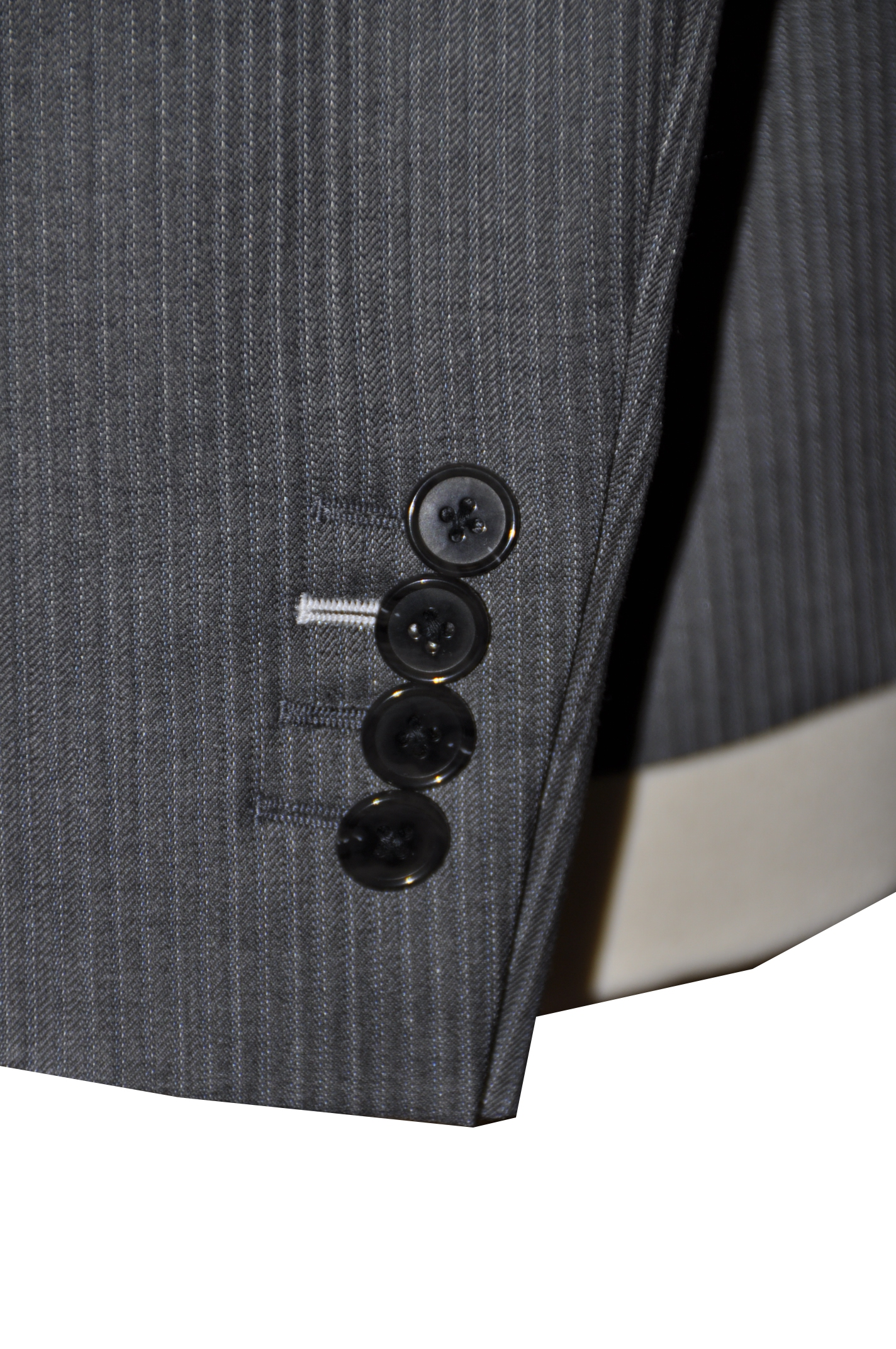 D1 ボタンホール糸色変更 名古屋の完全予約制オーダースーツ専門店DEFFERT