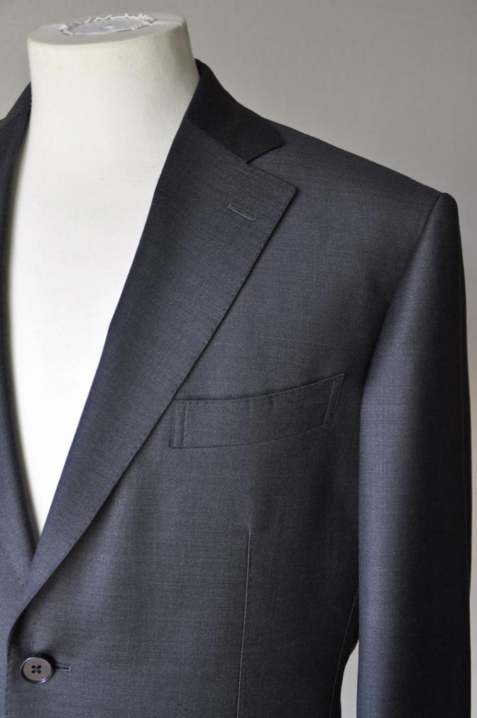DSC0002 お客様のスーツの紹介- Ermenegild Zegna チャコールグレー-