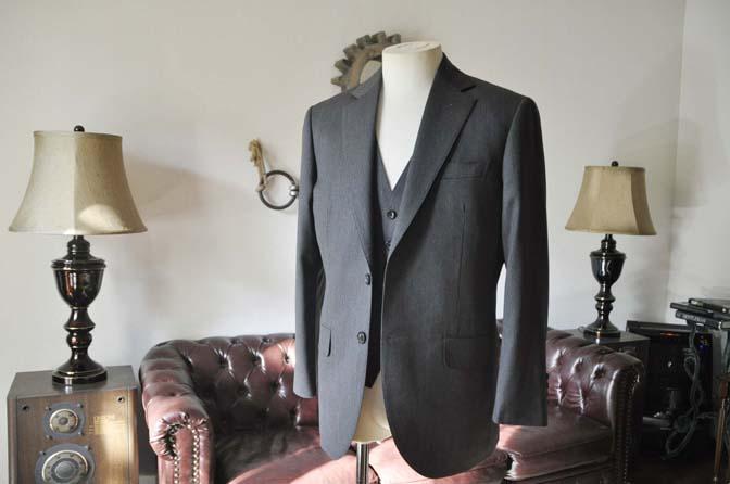 DSC0025-4 お客様のスーツの紹介-Biellesiグレーヘリンボーン スリーピース-