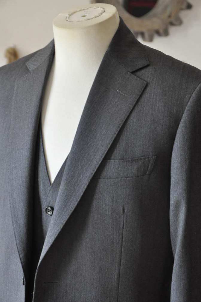 DSC0029-2 お客様のスーツの紹介-Biellesiグレーヘリンボーン スリーピース-