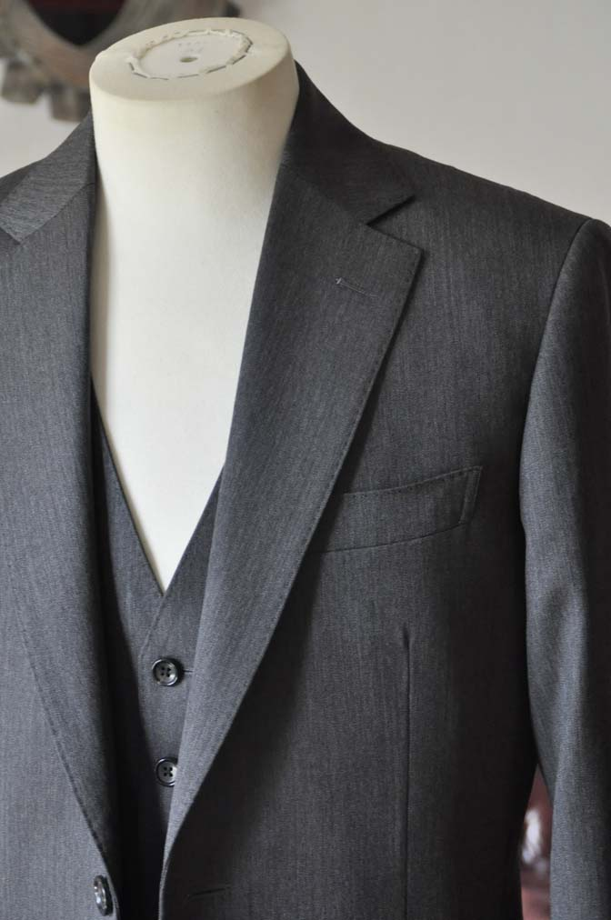 DSC0030-2 お客様のスーツの紹介-Biellesiグレーヘリンボーン スリーピース-