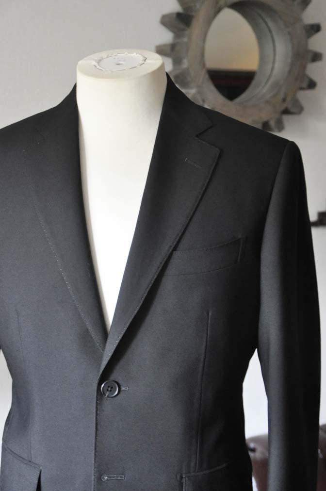 DSC0032-2 お客様のスーツの紹介- 御幸毛織 ブラックスーツ-