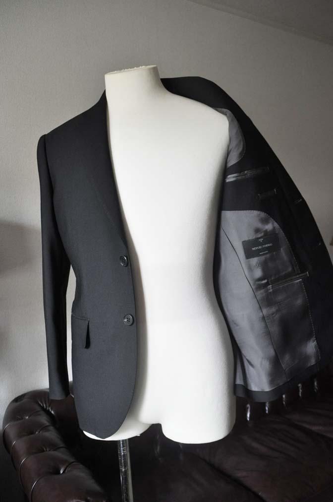 DSC0037-2 お客様のスーツの紹介- 御幸毛織 ブラックスーツ-