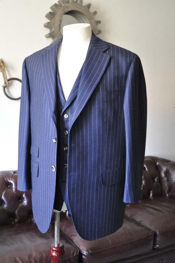 DSC0042-1 お客様のスーツの紹介- DARROW DALE ネイビーストライプスリーピーススーツ-