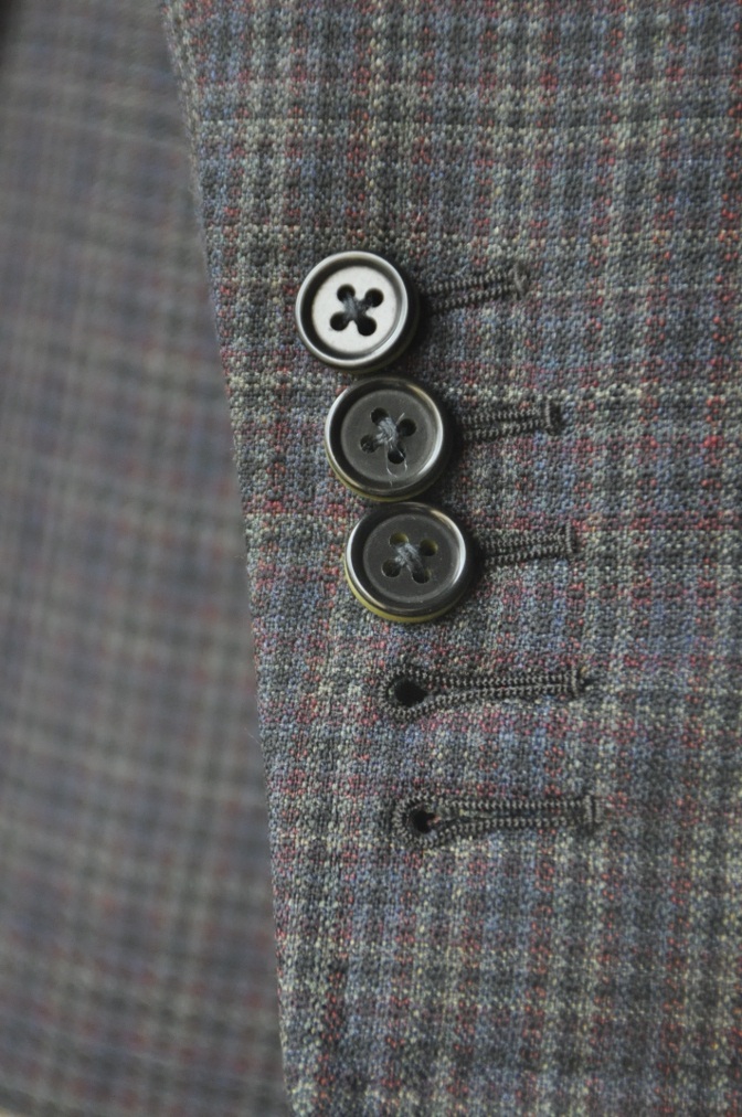 DSC00421 お客様のスーツの紹介-チェック柄ダブルジレスリーピース-