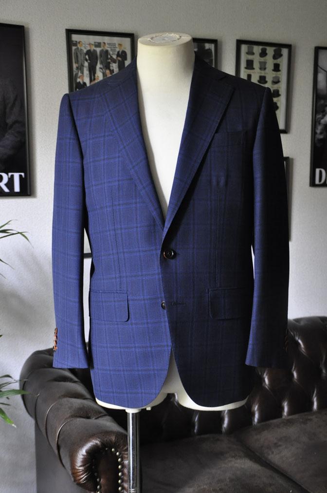 DSC00434 お客様のスーツの紹介-HOLLAND&SHERRY Cool Breezeネイビーチェックスーツ- 名古屋の完全予約制オーダースーツ専門店DEFFERT