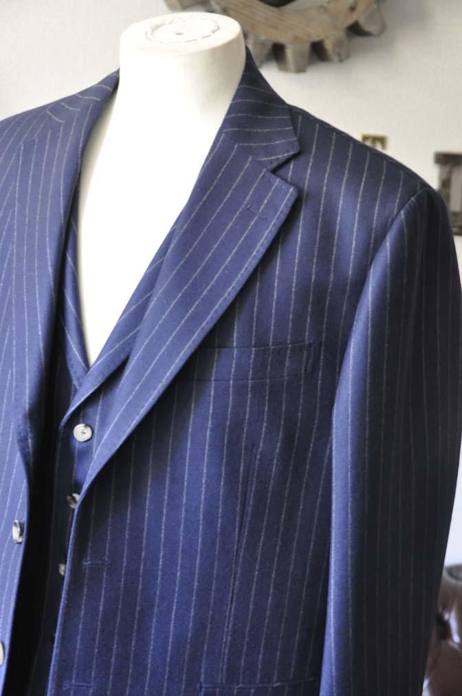 DSC0044-1 お客様のスーツの紹介- DARROW DALE ネイビーストライプスリーピーススーツ-
