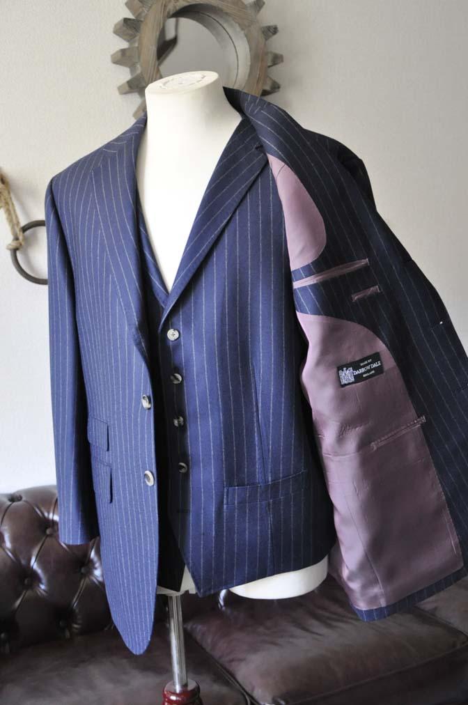 DSC0049-1 お客様のスーツの紹介- DARROW DALE ネイビーストライプスリーピーススーツ-