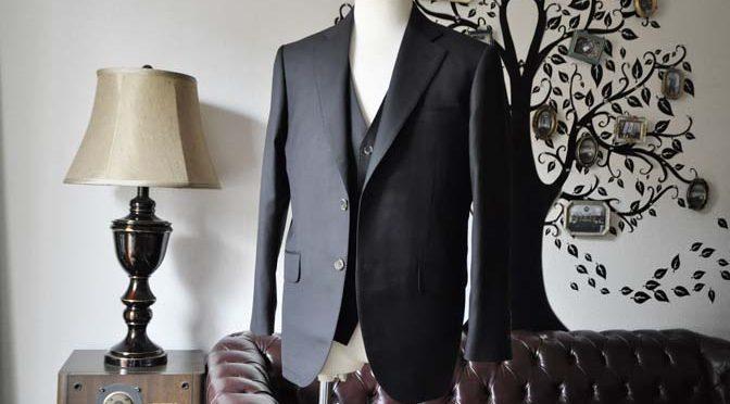 お客様のスーツの紹介-Loro Piana無地ブラック スリーピース-