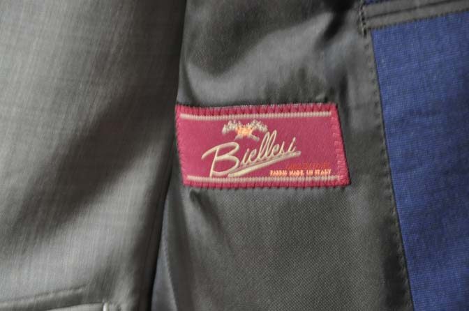 DSC0061-1 お客様のウエディング衣装の紹介-Biellesi ネイビースーツ ベージュベスト-