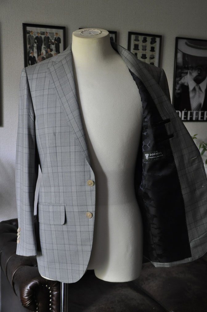 DSC00611 お客様のスーツの紹介-DORMEUIL Tropical Amadeus グレーチェック -