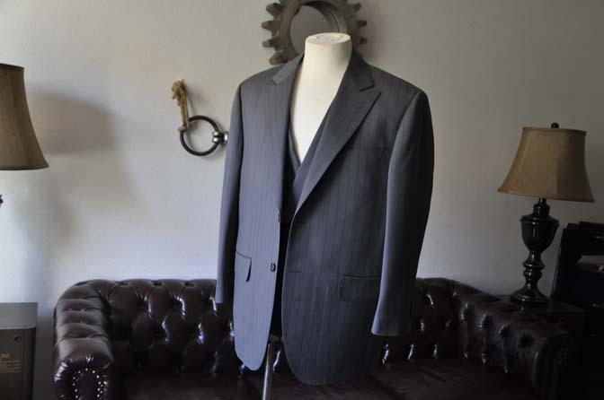 DSC0062-1 お客様のスーツの紹介- Biellesi グレーストライプスリーピース-