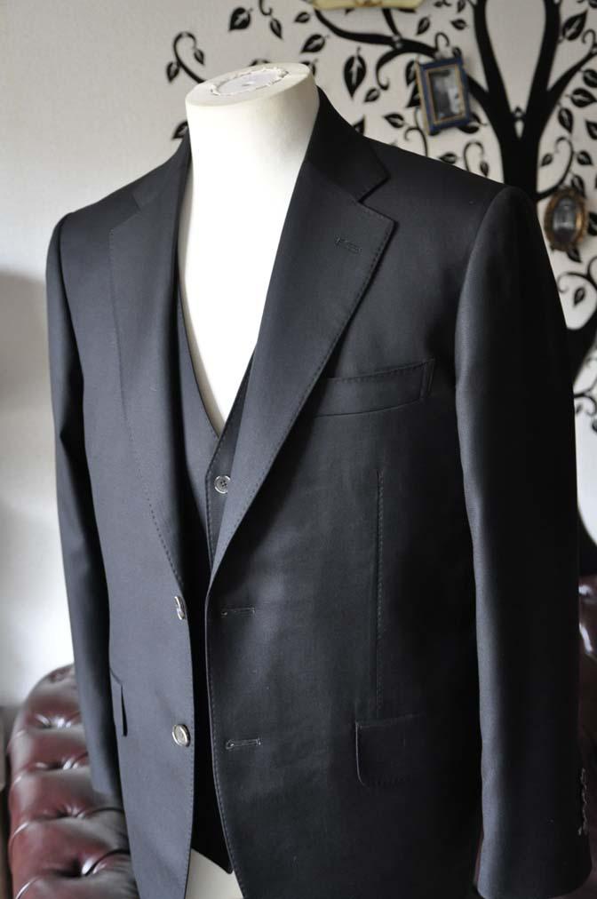 DSC0062-4 お客様のスーツの紹介-Loro Piana無地ブラック スリーピース-