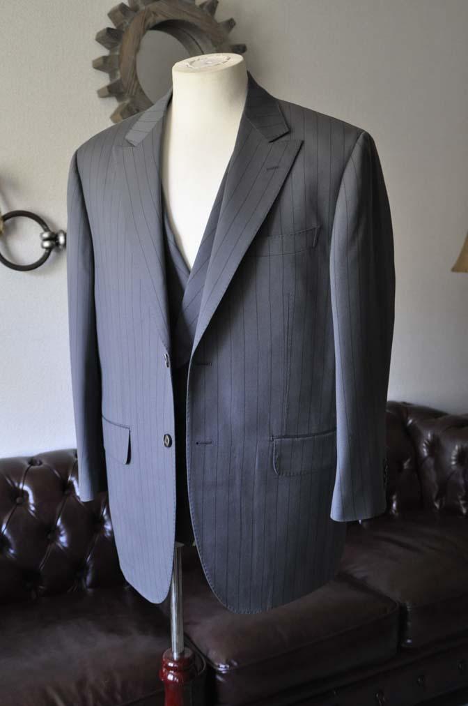 DSC0063-1 お客様のスーツの紹介- Biellesi グレーストライプスリーピース-