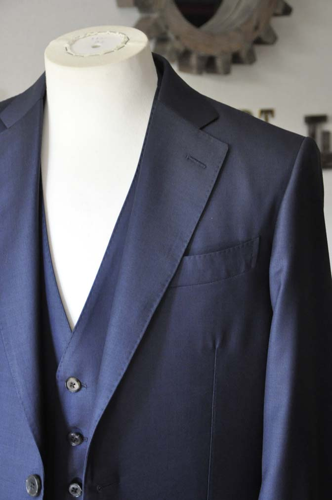DSC0069-3 お客様のスーツの紹介- CANONICO無地ネイビー スリーピース-