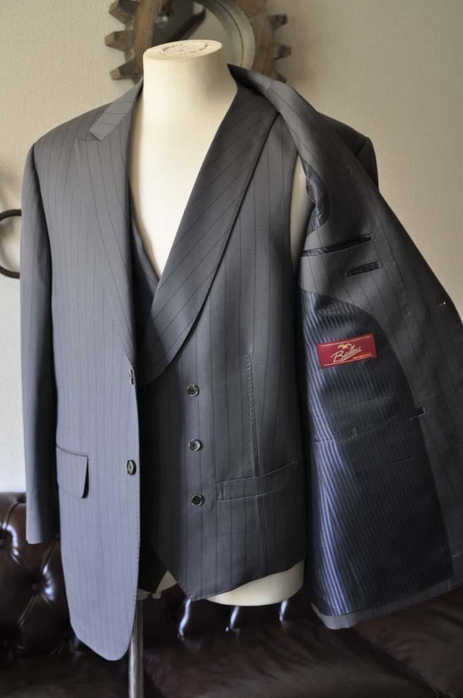 DSC0070-1 お客様のスーツの紹介- Biellesi グレーストライプスリーピース-