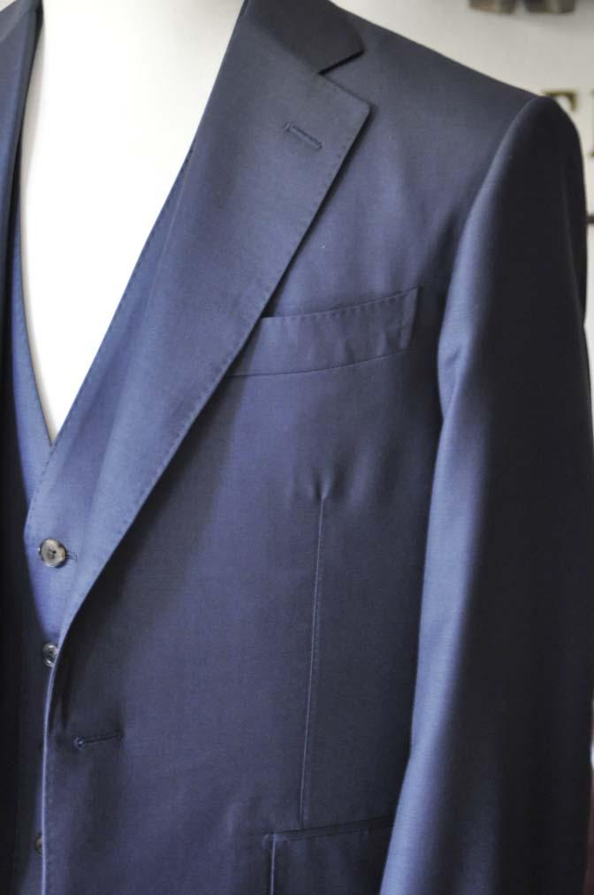 DSC0070-2 お客様のスーツの紹介- CANONICO無地ネイビー スリーピース-