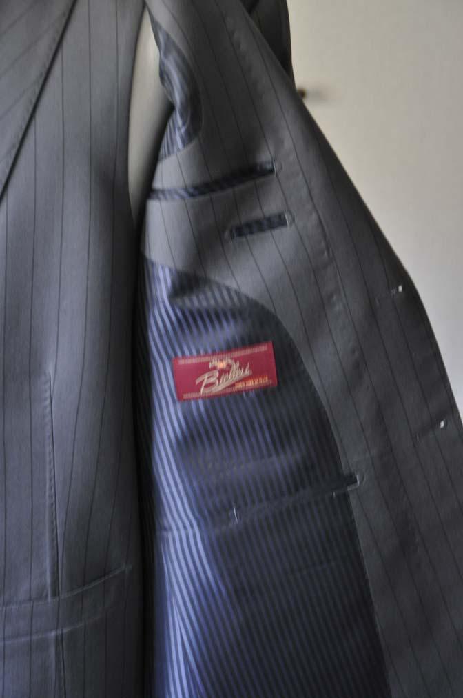 DSC0071-1 お客様のスーツの紹介- Biellesi グレーストライプスリーピース-