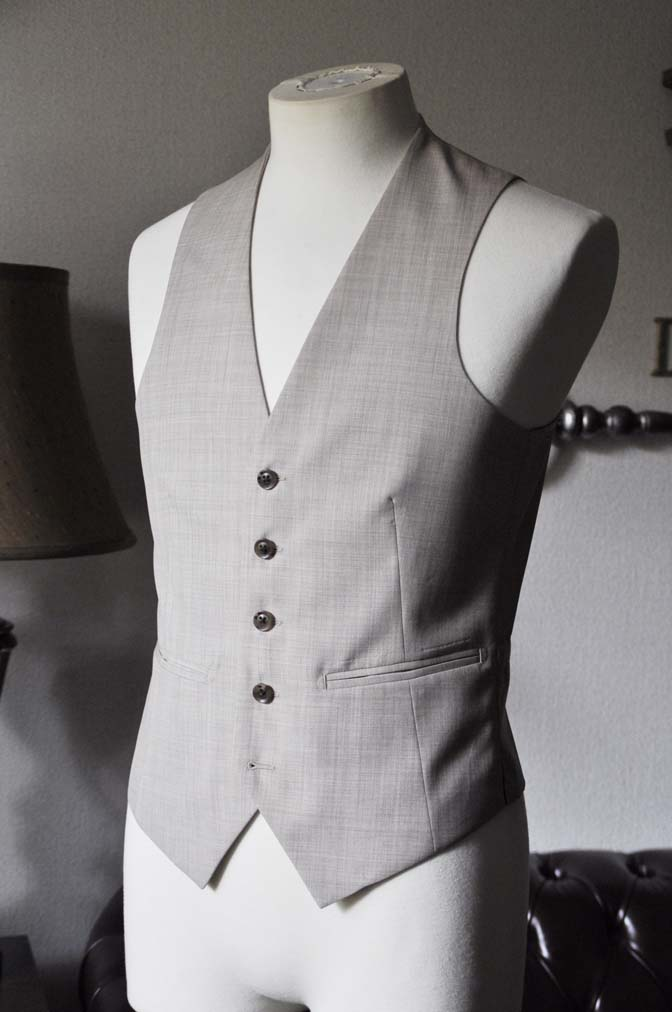 DSC0071-3 お客様のウエディング衣装の紹介-Biellesi ネイビースーツ ベージュベスト-DSC0071-3 お客様のウエディング衣装の紹介-Biellesi ネイビースーツ ベージュベスト- 名古屋市のオーダータキシードはSTAIRSへ