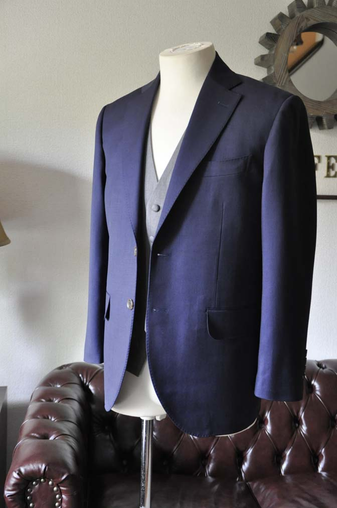 DSC0074-1 お客様のウエディング衣装の紹介-Biellesi ネイビースーツ ライトグレーベスト- 名古屋の完全予約制オーダースーツ専門店DEFFERT