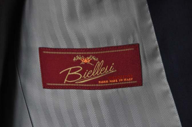 DSC0079-1 お客様のウエディング衣装の紹介-Biellesi ネイビースーツ ライトグレーベスト- 名古屋の完全予約制オーダースーツ専門店DEFFERT