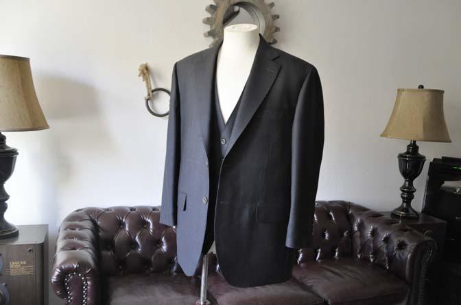 DSC0079-2 お客様のスーツの紹介- DUGDALE BROS 無地ネイビースリーピース- 名古屋の完全予約制オーダースーツ専門店DEFFERT