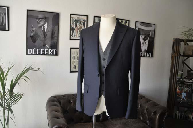 DSC00805 お客様のウエディング衣装の紹介- ネイビーバーズアイスーツ、グレーベスト-DSC00805 お客様のウエディング衣装の紹介- ネイビーバーズアイスーツ、グレーベスト- 名古屋市のオーダータキシードはSTAIRSへ