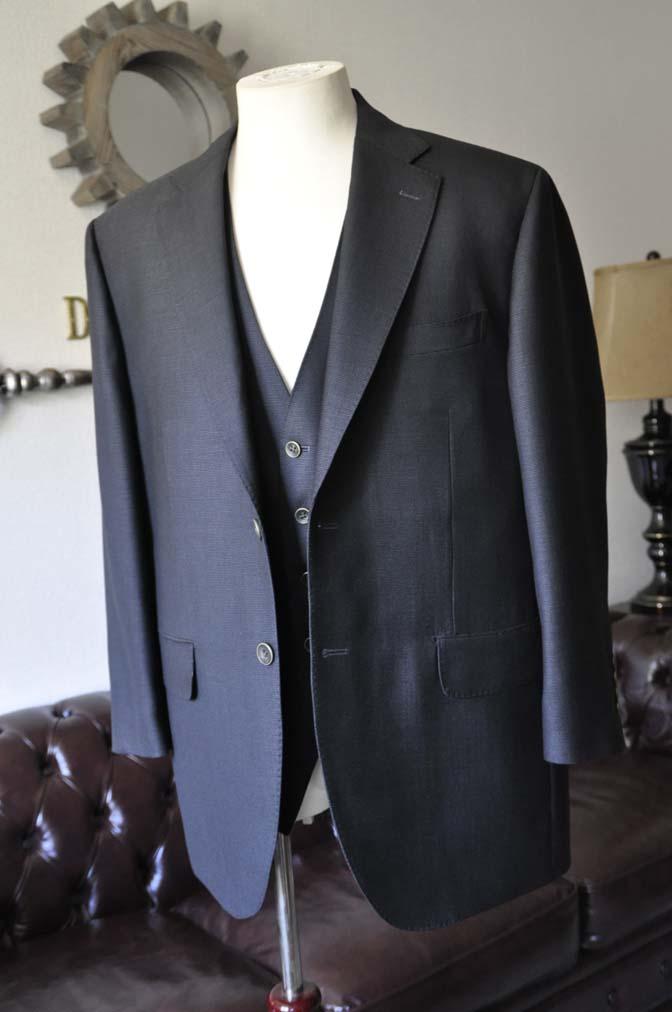 DSC0082-2 お客様のスーツの紹介- DUGDALE BROS 無地ネイビースリーピース- 名古屋の完全予約制オーダースーツ専門店DEFFERT