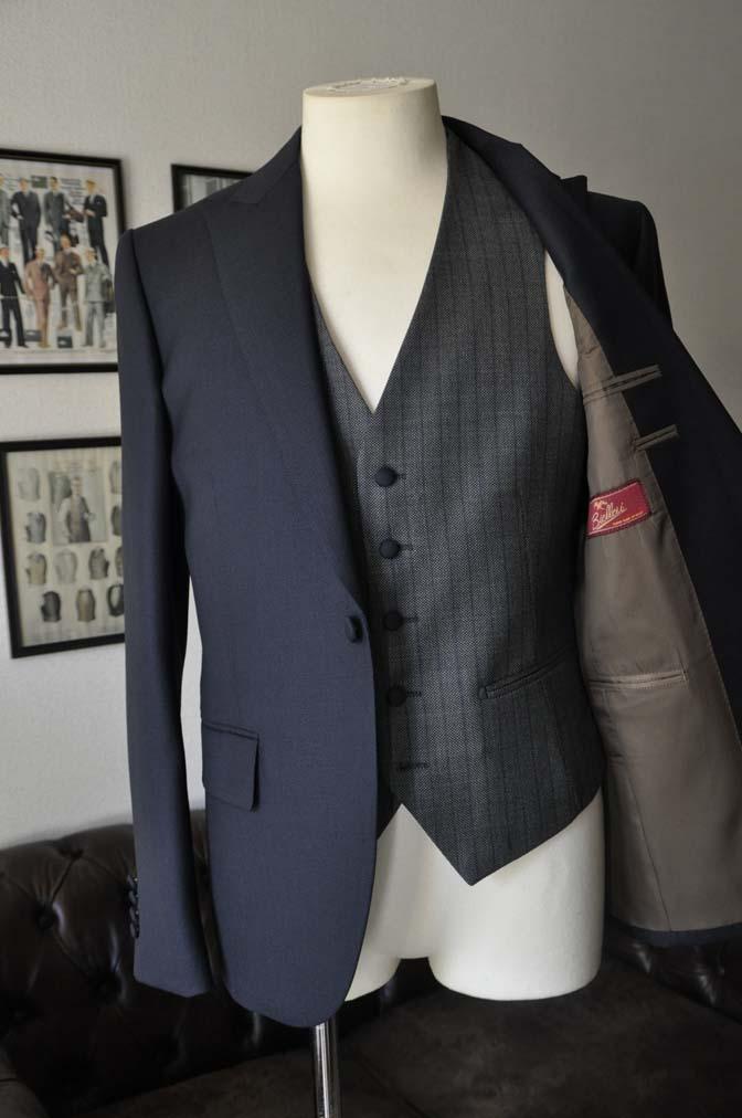 DSC00823 お客様のウエディング衣装の紹介- ネイビーバーズアイスーツ、グレーベスト-DSC00823 お客様のウエディング衣装の紹介- ネイビーバーズアイスーツ、グレーベスト- 名古屋市のオーダータキシードはSTAIRSへ