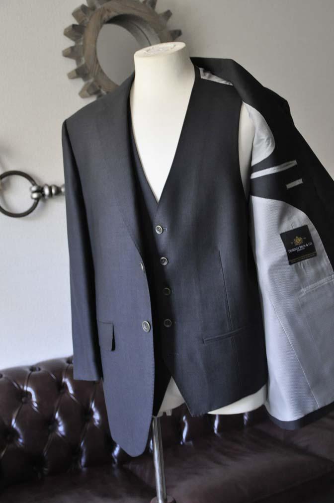 DSC0083-2 お客様のスーツの紹介- DUGDALE BROS 無地ネイビースリーピース- 名古屋の完全予約制オーダースーツ専門店DEFFERT