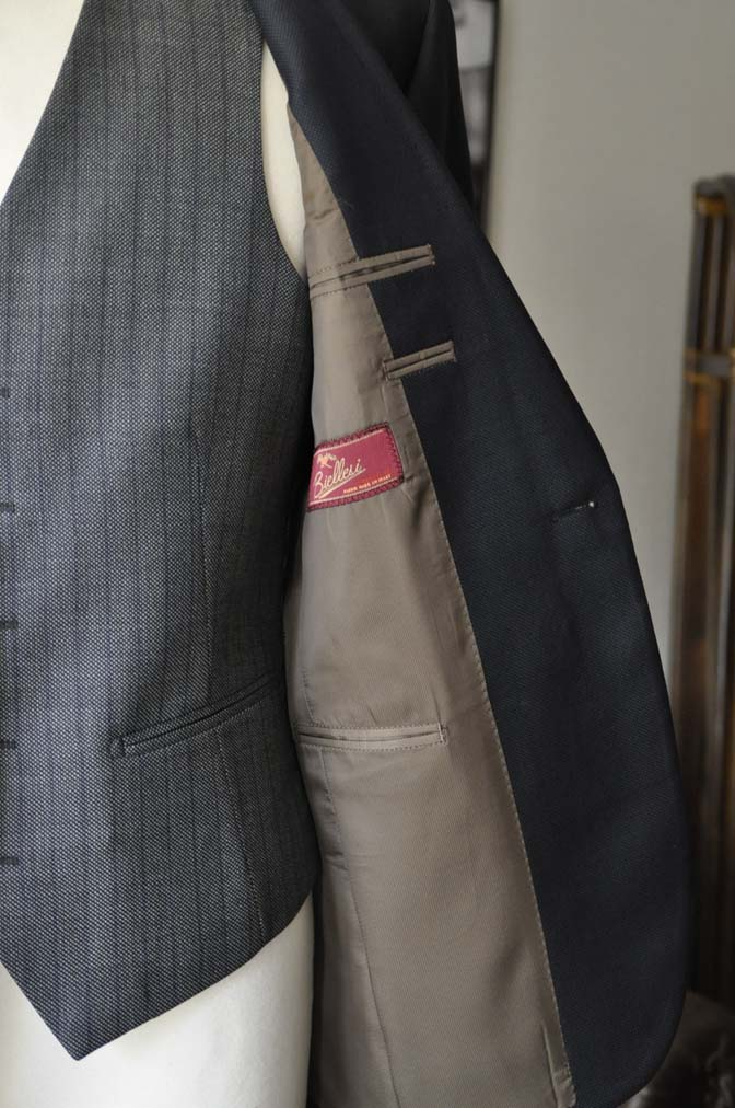 DSC00832 お客様のウエディング衣装の紹介- ネイビーバーズアイスーツ、グレーベスト-DSC00832 お客様のウエディング衣装の紹介- ネイビーバーズアイスーツ、グレーベスト- 名古屋市のオーダータキシードはSTAIRSへ