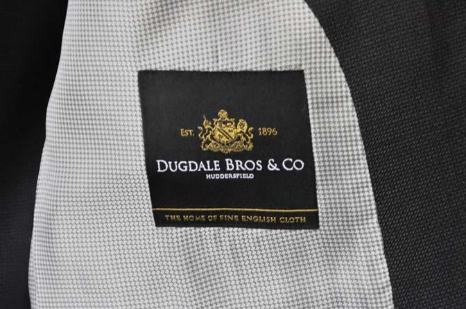 DSC0086-1 お客様のスーツの紹介- DUGDALE BROS 無地ネイビースリーピース- 名古屋の完全予約制オーダースーツ専門店DEFFERT