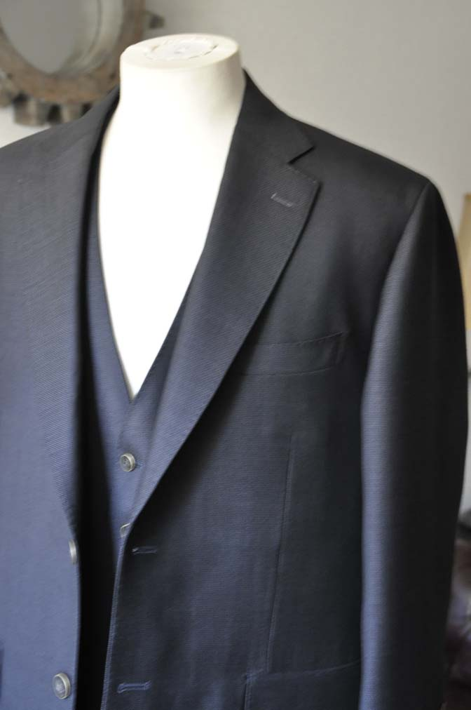 DSC0088-2 お客様のスーツの紹介- DUGDALE BROS 無地ネイビースリーピース- 名古屋の完全予約制オーダースーツ専門店DEFFERT
