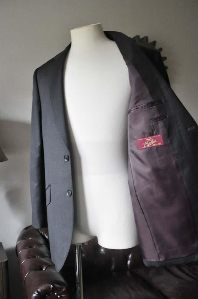 DSC0096-2 お客様のスーツの紹介-Biellesi無地グレースーツ-