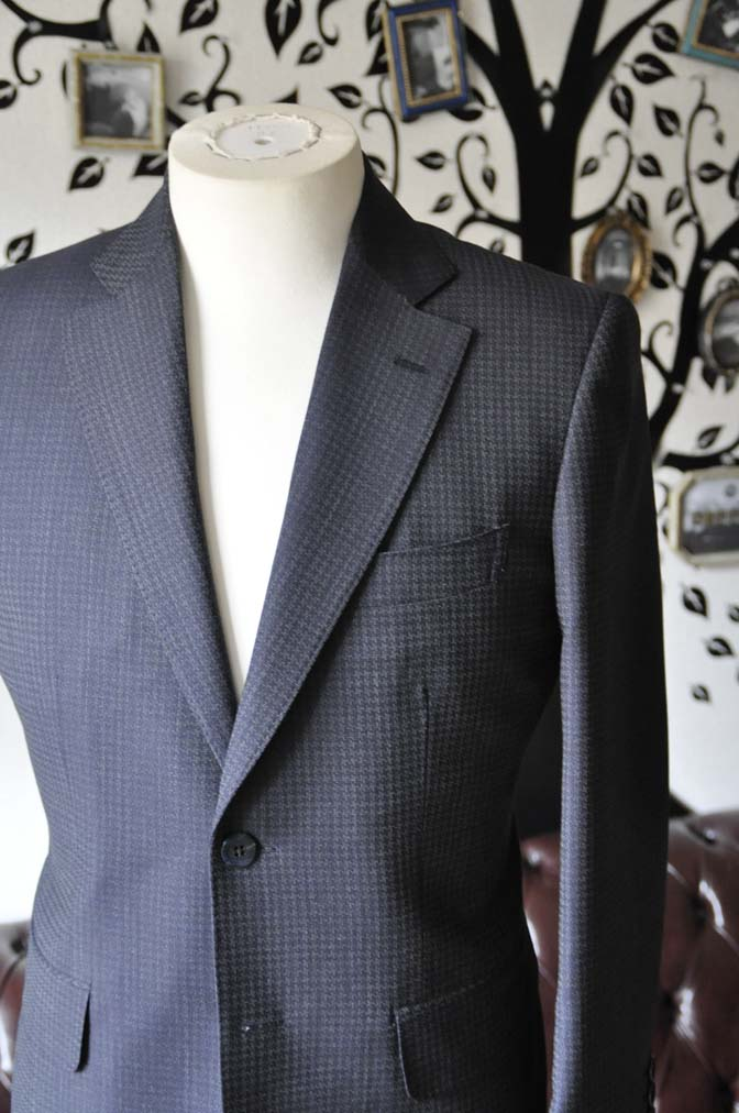 DSC0105-3 お客様のスーツの紹介-Biellesiネイビーグレースーツ-