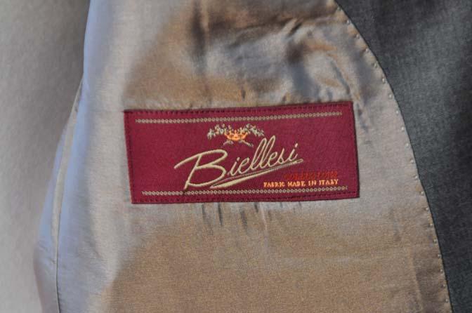 DSC0108-1 お客様のスーツの紹介- Biellesi 無地グレースーツ-