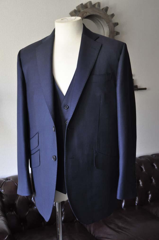 DSC0108-2 お客様のスーツの紹介- DOEMEUIL AMADEUS 無地ネイビースリーピーススーツ-