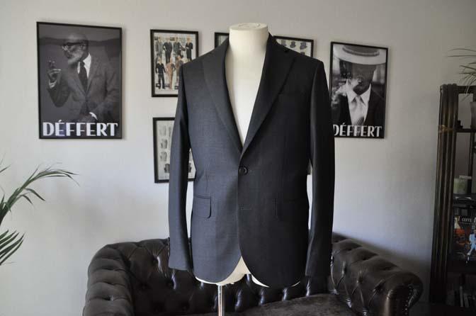 DSC01102 お客様のスーツの紹介-CANONICO 無地チャコールグレースーツ- 名古屋の完全予約制オーダースーツ専門店DEFFERT
