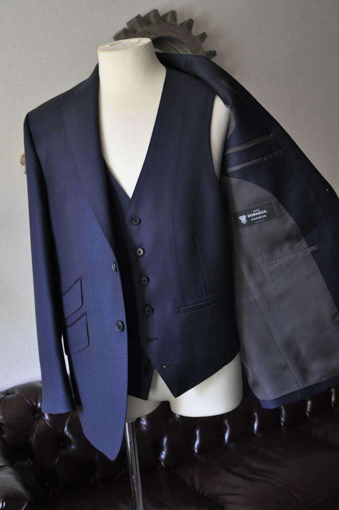 DSC0111-2 お客様のスーツの紹介- DOEMEUIL AMADEUS 無地ネイビースリーピーススーツ-
