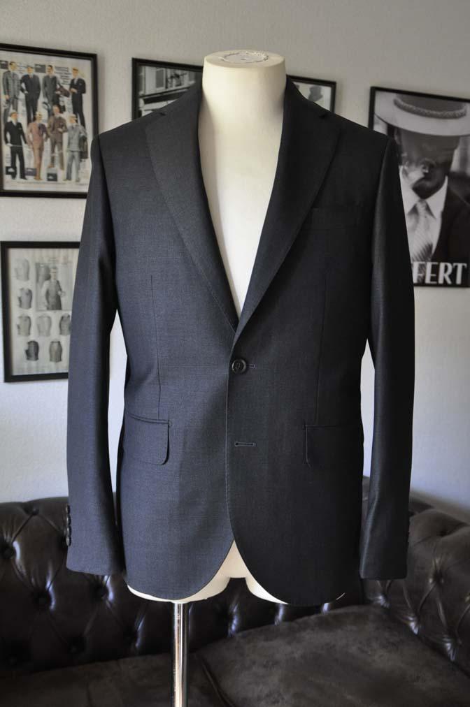 DSC01112 お客様のスーツの紹介-CANONICO 無地チャコールグレースーツ-