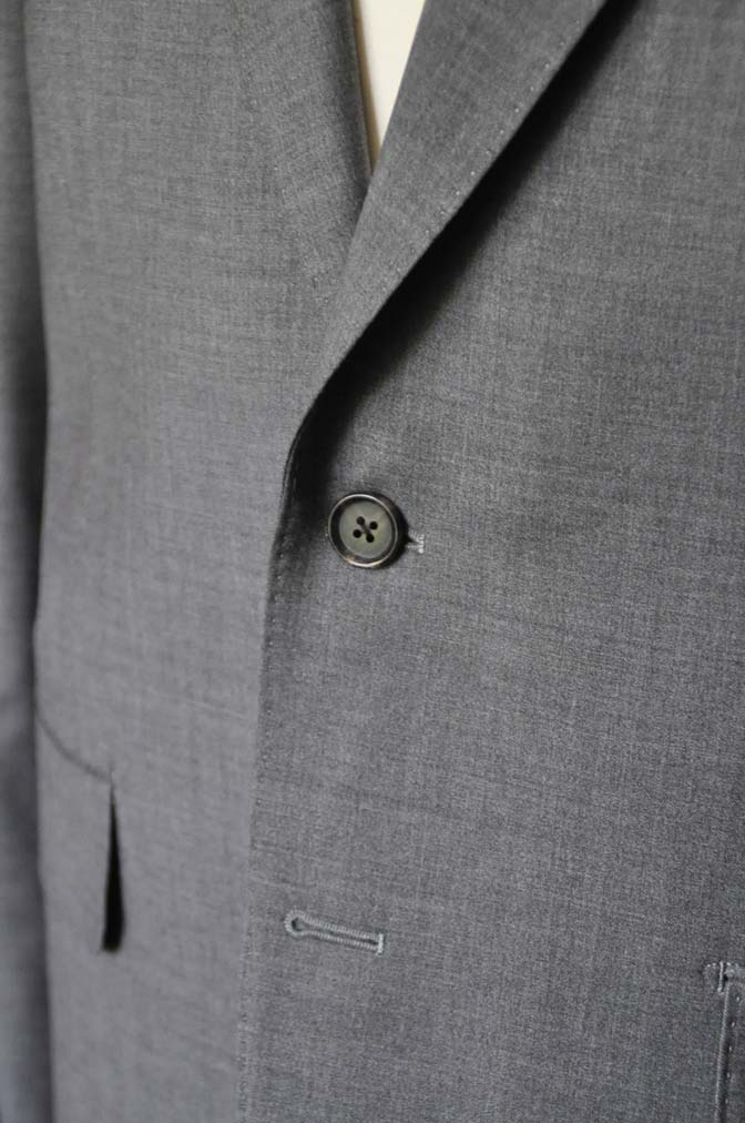 DSC0112-1 お客様のスーツの紹介- Biellesi 無地グレースーツ-