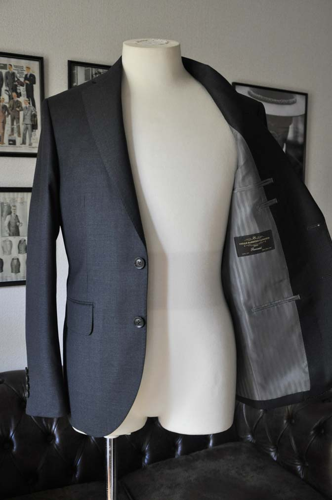 DSC01123 お客様のスーツの紹介-CANONICO 無地チャコールグレースーツ-
