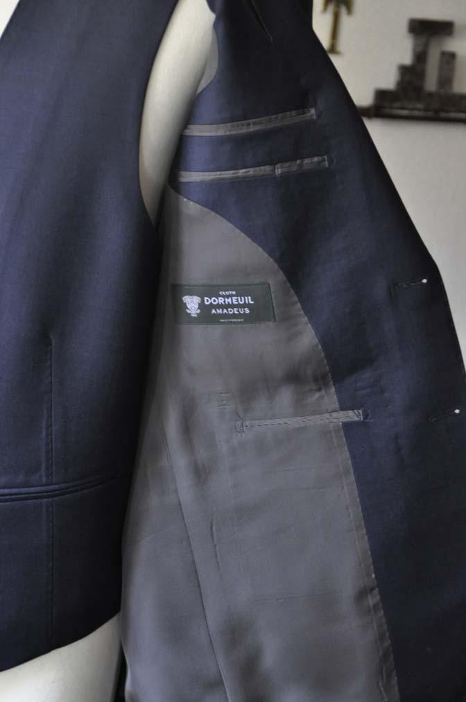 DSC0114-1 お客様のスーツの紹介- DOEMEUIL AMADEUS 無地ネイビースリーピーススーツ-
