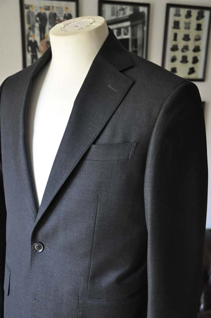 DSC01161 お客様のスーツの紹介-CANONICO 無地チャコールグレースーツ-