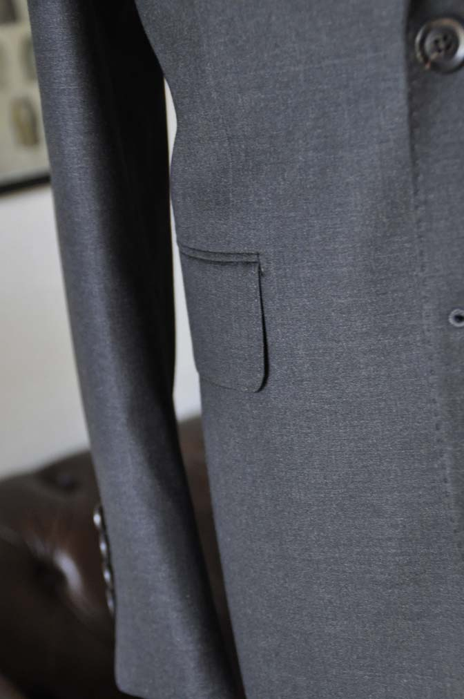 DSC01201 お客様のスーツの紹介-CANONICO 無地チャコールグレースーツ-