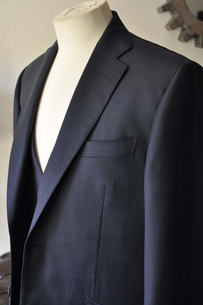 DSC0121-1 お客様のスーツの紹介- DOEMEUIL AMADEUS 無地ネイビースリーピーススーツ-