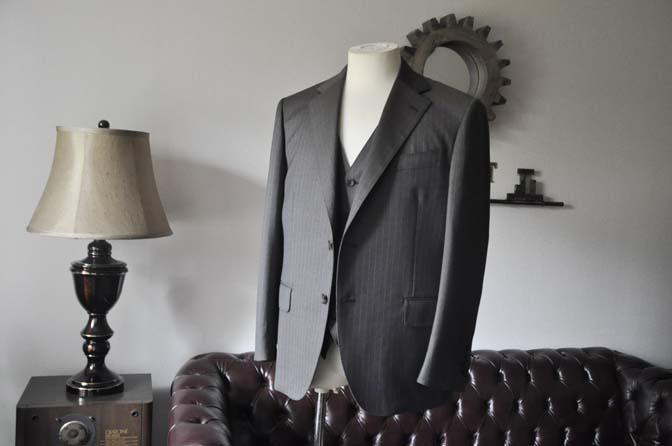 DSC0122-3 お客様のスーツの紹介- Biellesi グレーストライプスリーピース-