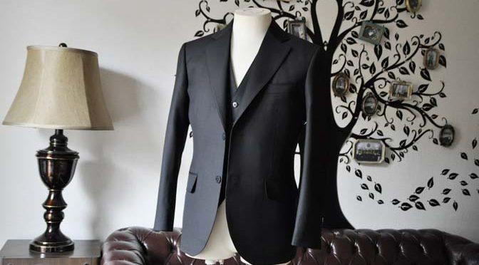 お客様のスーツの紹介-CANONICO無地ブラック スリーピース-