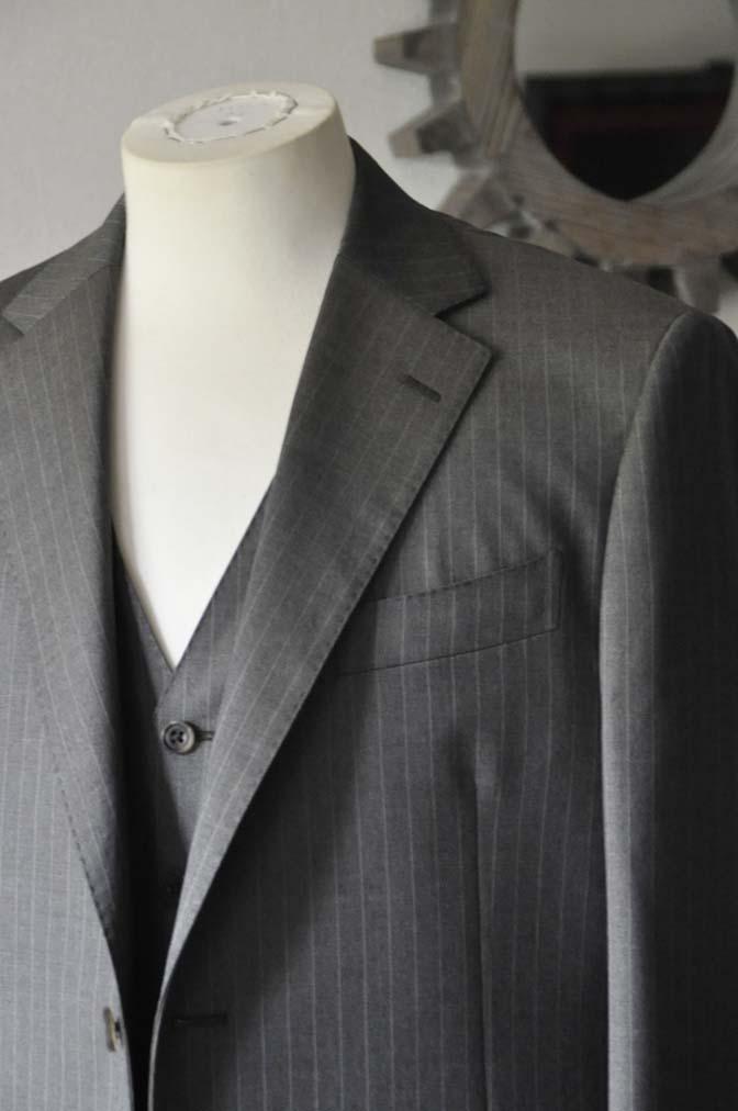 DSC0124-3 お客様のスーツの紹介- Biellesi グレーストライプスリーピース-