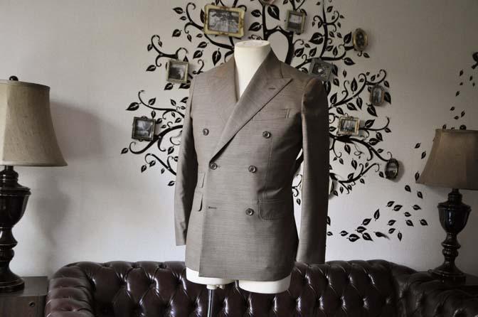 DSC0125-4 お客様のスーツの紹介- 御幸毛織 無地ブラウンダブルスーツ-